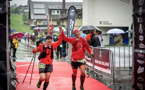Sarina and Lena at the Walser Trail Challenge | © Kleinwalsertal Tourismus eGen | Photographer: Dominik Berchtold