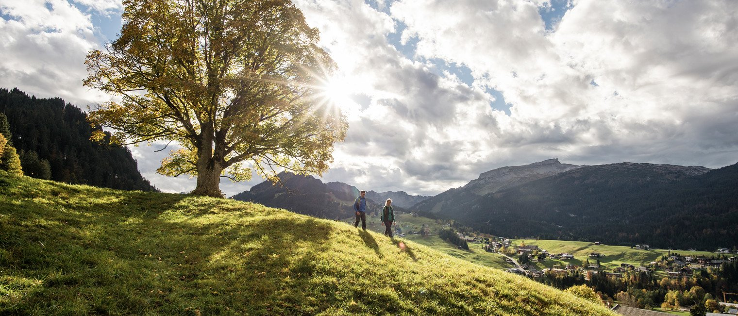 Autumn hikes above Riezlern | ©  Kleinwalsertal Tourismus eGen | Photographer: Dominik Berchtold
