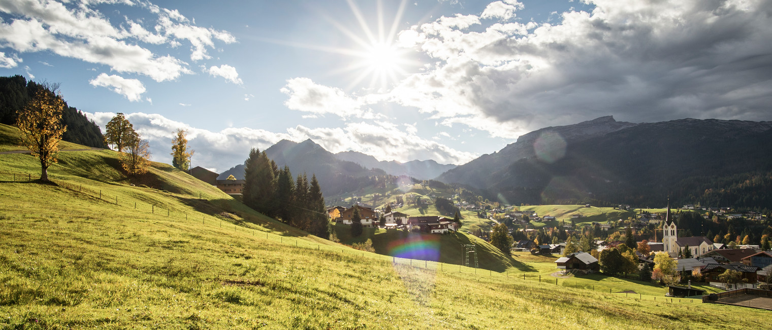 Autumn mood above Riezlern | ©  Kleinwalsertal Tourismus eGen | Photographer: Dominik Berchtold