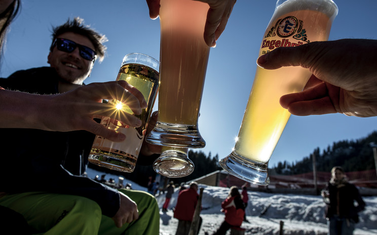Après ski at the Auenhütte | © Kleinwalsertal Tourismus eGen | Photographer: Dominik Berchtold