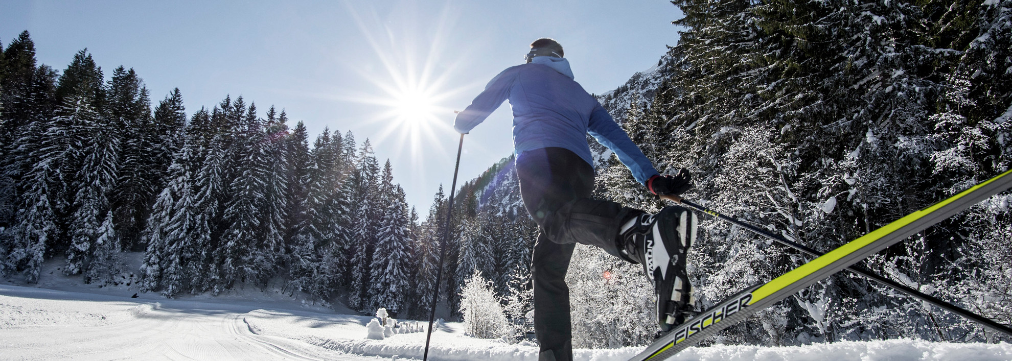 Classic cross-country skiing on the Steinbock trail | © Kleinwalsertal Tourismus eGen | Photographer: Dominik Berchtold