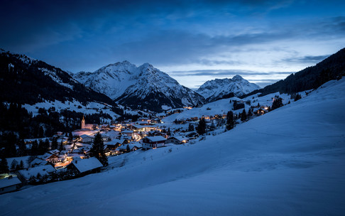Hirschegg Panorama at night | © Kleinwalsertal Tourismus eGen | Photographer: Dominik Berchtold