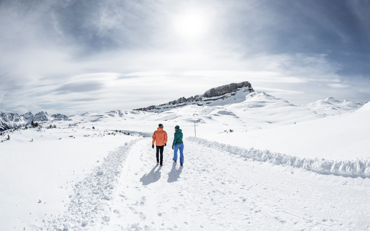 Winter hiking at the Gottesacker panorama path | © Kleinwalsertal Tourismus eGen | Photographer: Dominik Berchtold