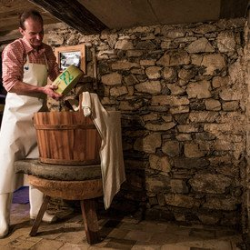 Senn in the cheese cellar | © Kleinwalsertal Tourismus eGen | Photographer: Oliver Farys