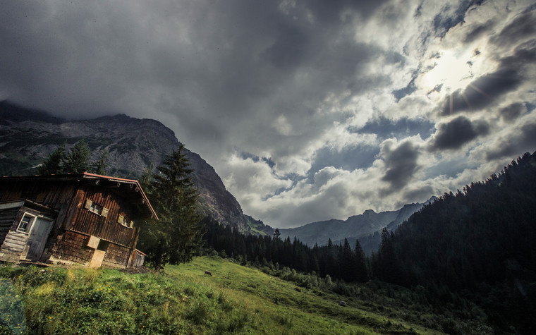 Stable in thunderstorm mood | © Kleinwalsertal Tourismus eGen | Photographer: Oliver Farys