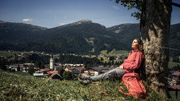 Relaxation while hiking with Ifen in view | © Kleinwalsertal Tourismus eGen | Photographer: Oliver Farys