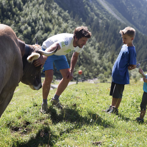 Alphirte with children in the wild valley | © Kleinwalsertal Tourismus eGen | Photographer: Oliver Farys