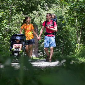 Family hike on Burmiweg | © Kleinwalsertal Tourismus eGen | Photographer: Oliver Farys