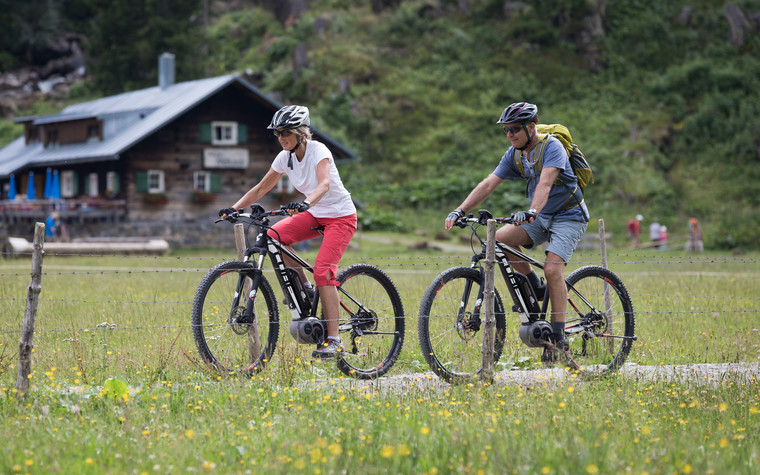 E-bike tour in the Melköde | © Kleinwalsertal Tourismus eGen | Photographer: Oliver Farys