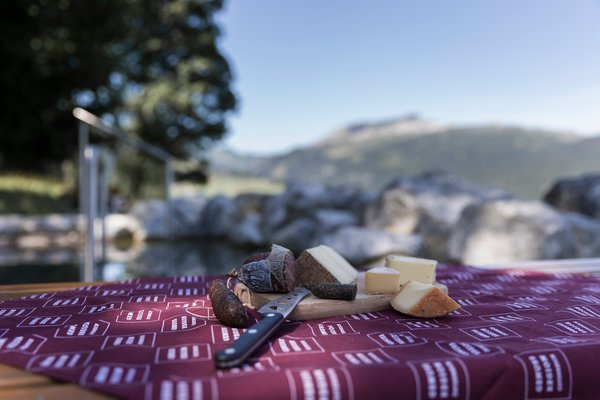 Picnic with a view of the Ifen | © Kleinwalsertal Tourismus eGen | Photographer: Oliver Farys