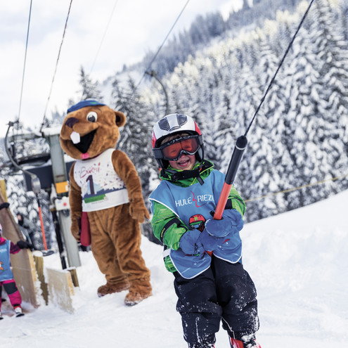 Children's ski course with Burmi | © Kleinwalsertal Tourismus eGen | Photographer: Oliver Farys
