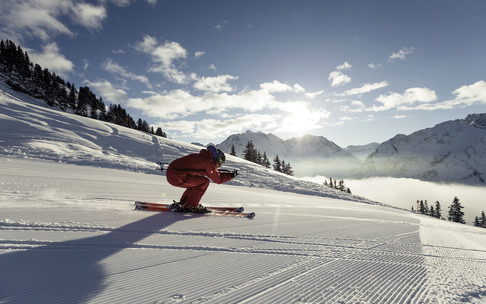 Skiing at the Walmendingerhorn | © Kleinwalsertal Tourismus eGen | Photographer: Oliver Farys
