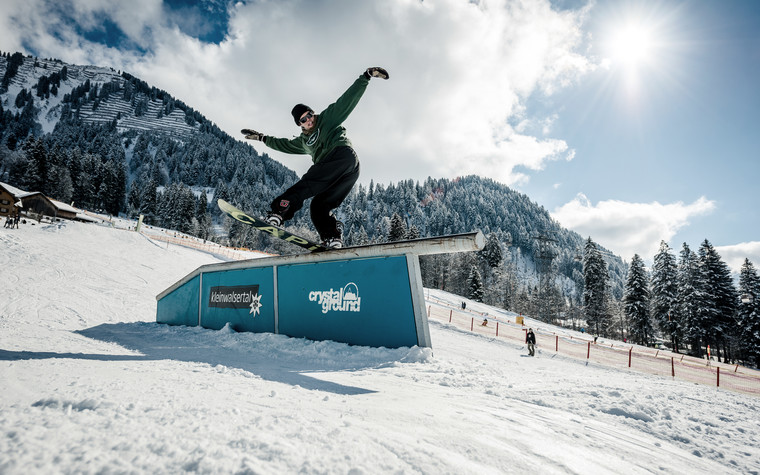 Crystal Ground Snowpark Railslide | © Crystal Ground Snowpark | Photographer: Stefan Eigner