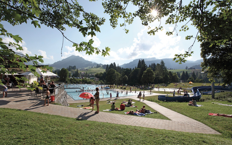 Outdoor pool in Riezlern | © Kleinwalsertal Tourismus eGen | Photographer: Frank Drechsel