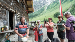 Cooking on the alp | © Kleinwalsertal Tourismus eGen |Photographer: Justina Wilhelm