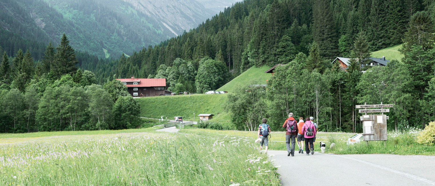 Hiking into the Gemstel | © Kleinwalsertal Tourismus eGen |Photographer: Justina Wilhelm