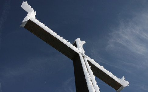 Summit cross in winter | © Kleinwalsertal Tourismus eGen | Photographer: Uwe Englert