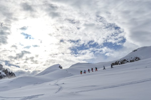 Snowshoeing in the snow dunes | © Kleinwalsertal Tourismus eGen
