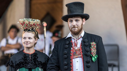 Dancing couple in traditional costume at the Alphorn Serenade 2018 | ©  Kleinwalsertal Tourismus eGen | Photographer: Frank Drechsel
