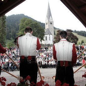 Alphorn player in the bandstand in Mittelberg | © Kleinwalsertal Tourismus eGen | Photographer: Frank Drechsel
