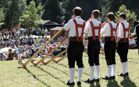 Alphorn player from the Kleinwalsertal | © Kleinwalsertal Tourismus eGen | Photographer: Frank Drechsel