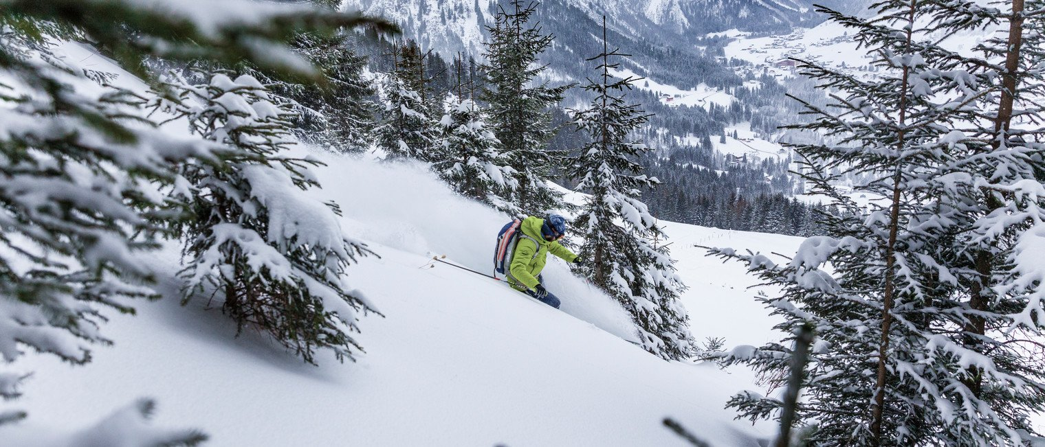 Power downhill at the VAUDE ski touring camp | © Mountain World Oberstaufen | Photographer: Moritz Sonntag