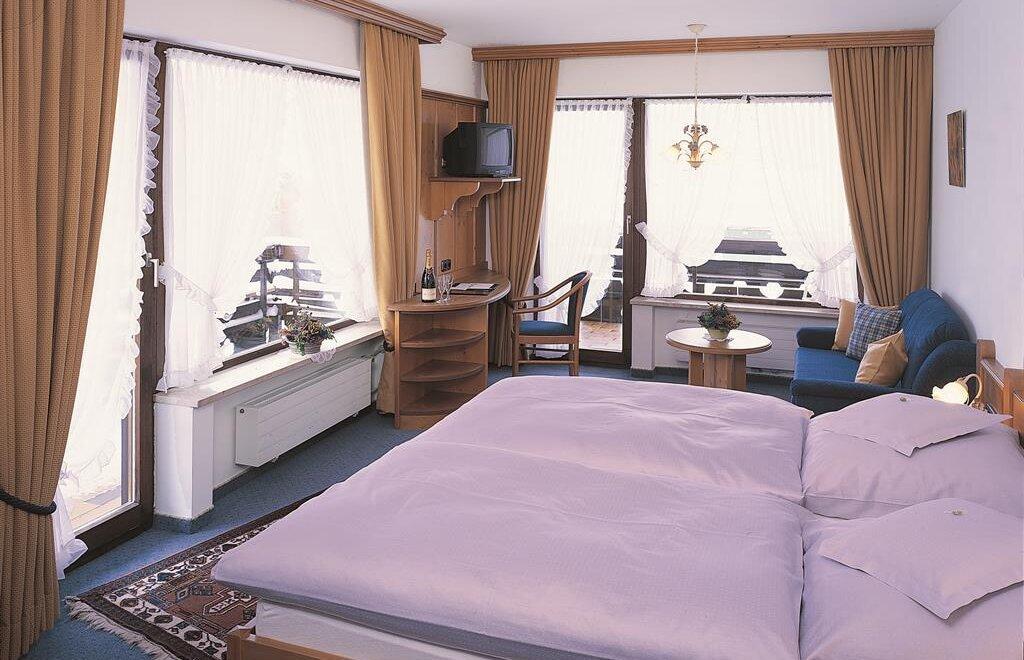 hotel traube hotel in riezlern kleinwalsertal. Black Bedroom Furniture Sets. Home Design Ideas